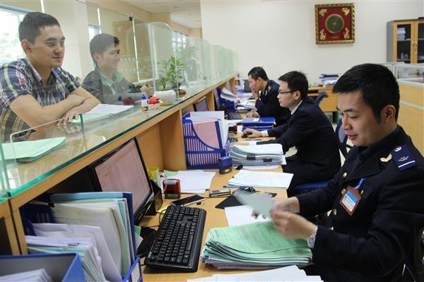 Chế độ kế toán thuế được thực hiện đồng bộ, tập trung theo quy định tại Thông tư 174. Trong ảnh, hoạt động nghiệp vụ tại Cục Hải quan Bắc Ninh. Nguồn: PV.