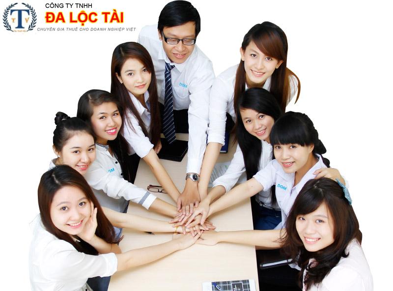 Đội ngũ nhân viên kế toán chuyên nghiệp từ Tân Thuế Việt