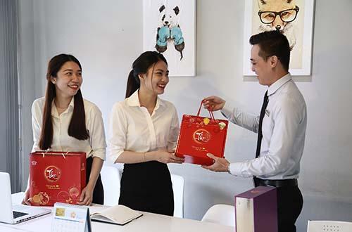 Ảnh 5: Chi phí mua bánh trung thu tặng nhân viên và KH